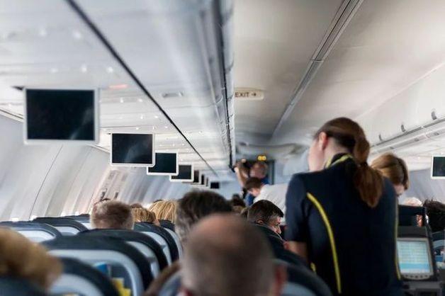Бывшая стюардесса раскрыла интимные подробности о сексе бортпроводников в самолете