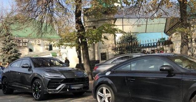 ГБР арестовало шесть элитных машин экс-нардепа Микитася, включая Lamborghini Urus