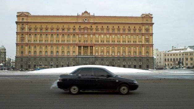Силовики задержали еще одного журналиста после инцидента у здания ФСБ