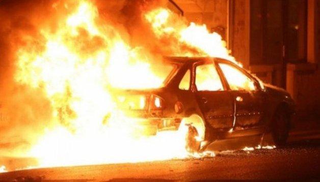 В центре Москвы две машины сгорели после аварии