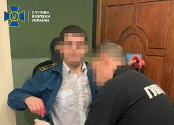 В Одесской области разоблачили главного инспектора таможни, который брал взятки