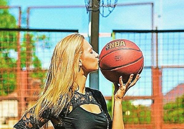 Эффектная баскетболистка Александра Столяр стала блогером: откровенное фотоперевоплощение