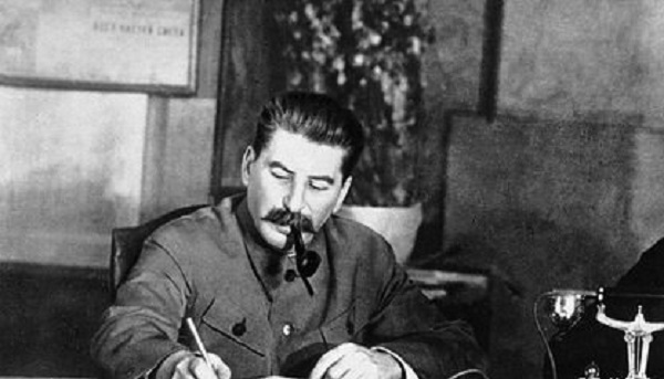 Путин рассказал о незапятнанной встречей с Гитлером репутации Сталина
