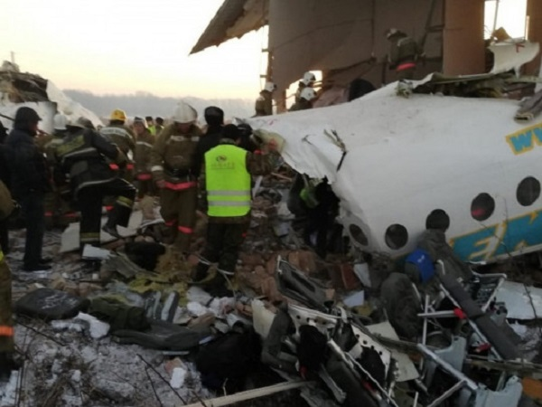 В Казахстане упал пассажирский самолет: первые фото и видео