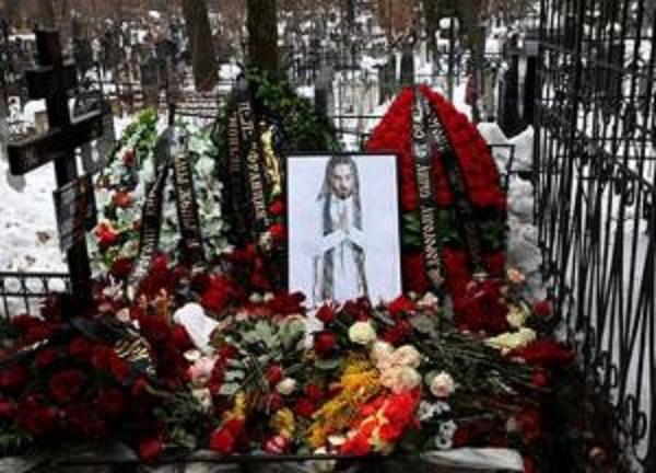 В Москве подожгли могилу рэпера Децла