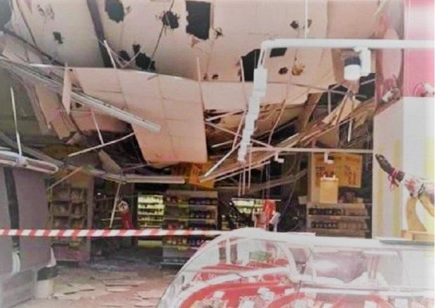 """В супермаркете Одессы с потолка полился кипяток: видео горячего """"водопада"""""""