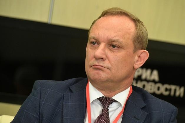 Свердловский губернатор не сдает Александра Овчарова