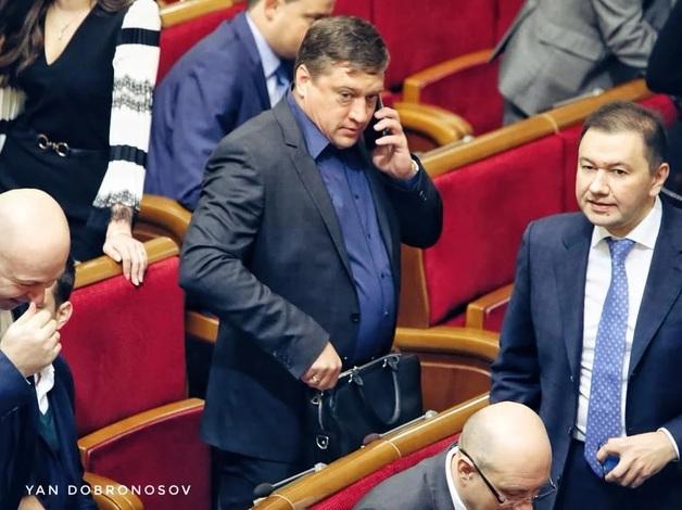 «Слуги народа» теплыми объятиями встретили нардепа-насильника Иванисова