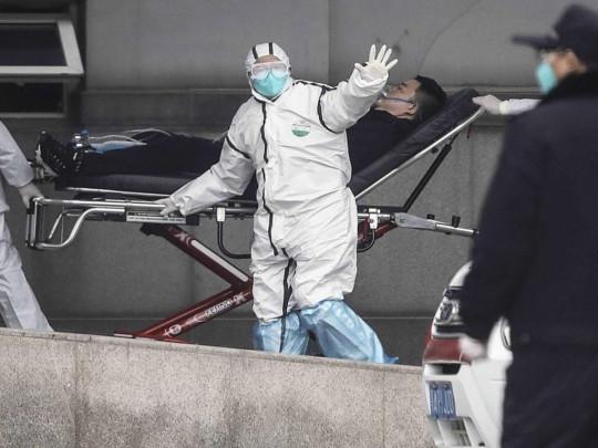 В Китае зафиксировали первую смерть от коронавируса вне эпицентра вспышки: ВОЗ отказалась объявлять ЧС