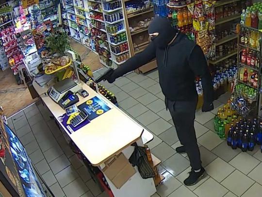 Пани Зося против бандита: в Польше женщина шваброй выгнала из магазина грабителя с пистолетом