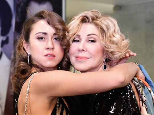 Сбежавшая в Америку дочь Успенской обвинила мать в преследовании ...