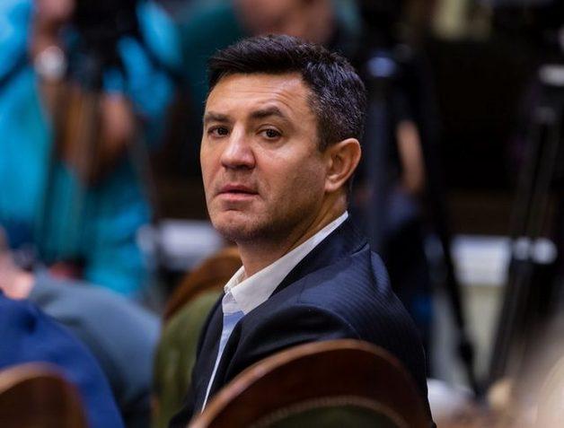 «Слуга народа» Лерос: Нардеп Тищенко «кинул банк» на $2 млн, а избежать наказания ему помог Ермак
