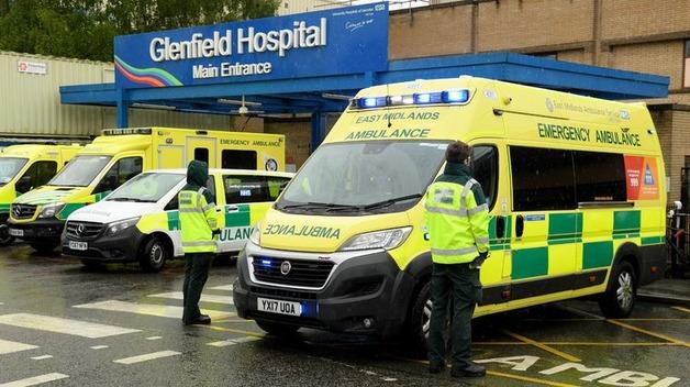 После рекордного падения смертей от коронавируса, в Великобритании снова выросло число его жертв