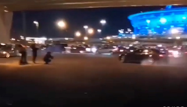 Организатора COVID-вечеринки стритрейсеров у российского стадиона задержали