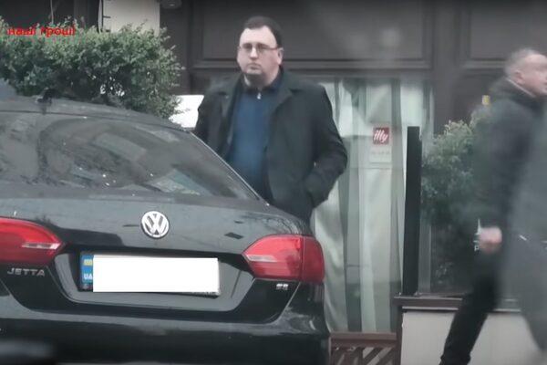 """Журналисты засекли на встрече в """"закрытом"""" ресторане Тищенко сотрудника СБУ"""