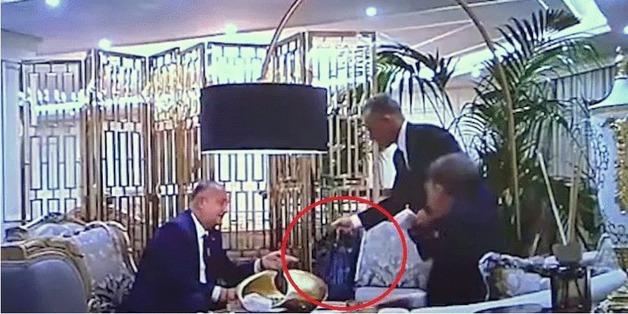 Брал взятку у олигарха: В Молдове обнародовали компромат на президента Додона
