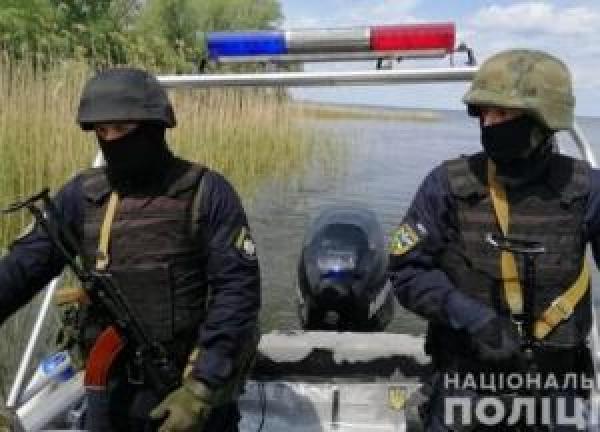 В Черкасской области задержали экс-правоохранителя и его сообщников, которые занимались браконьерством