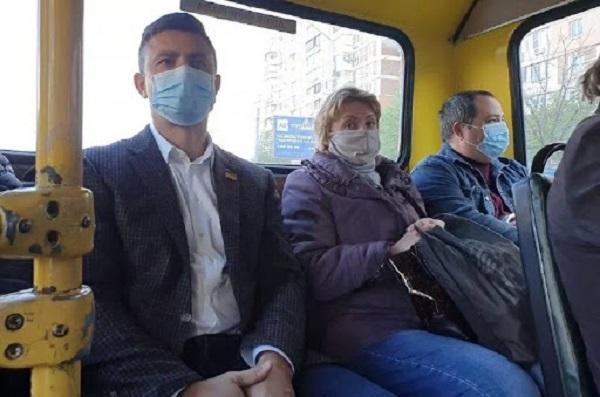 Нардеп Тищенко во время карантина проехал в киевской маршрутке