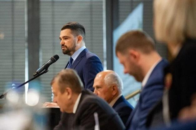 Замглавы ОП разъезжает по Киеву на авто класса люкс