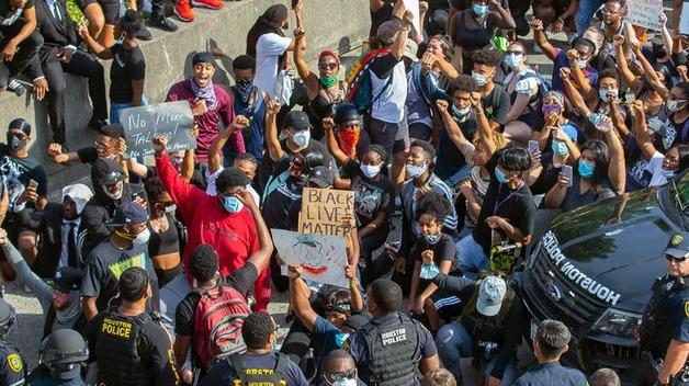 """В Хьюстоне полиция задержала около 200 участников """"черного майдана"""""""