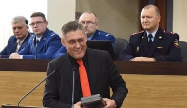Худи за 75 000 и другие луки мэра Черемхово Вадима Семенова