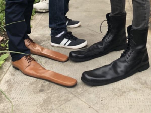Вслед за масками и перчатками появились ботинки, предохраняющие от COVID-19