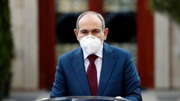 """""""Мы шагаем по аду"""". Больной коронавирусом премьер Армении прокомментировал ситуацию с эпидемией в стране"""