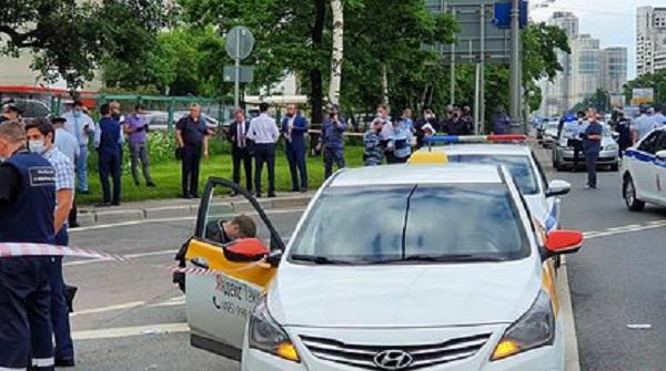Расстрелявший полицейских на Ленинском проспекте мужчина скончался