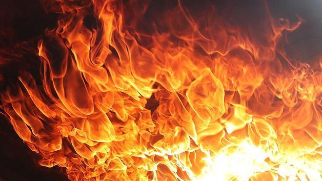 В Киеве вспыхнул масштабный пожар в многоэтажке: первые фото и подробности