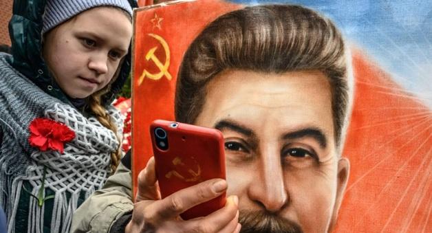 Москвич погиб, вешая портрет Сталина на стену в подъезде