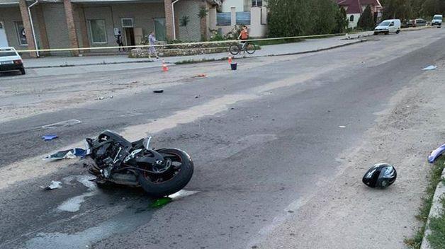 Под Николаевом полицейский на мотоцикле попал в ДТП с двумя авто