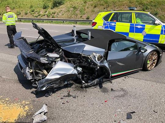 Британец приобрел Lamborghini за 250 тысяч долларов и разбил его спустя 20 минут после покупки