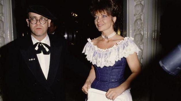 Бывшая жена Элтона Джона подала на певца в суд через 30 с лишним лет после развода