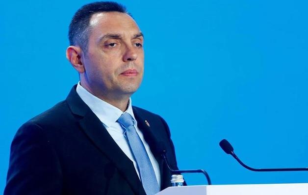 Министр обороны Сербии заболел коронавирусом после возвращения из Москвы
