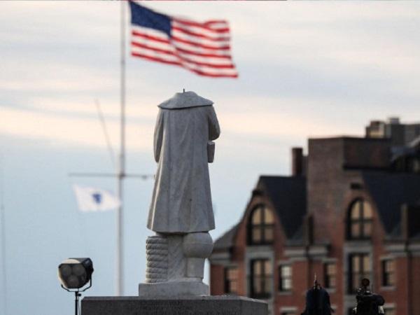 Трамп указом запретил портить памятники в США и пообещал вандалам длительные сроки