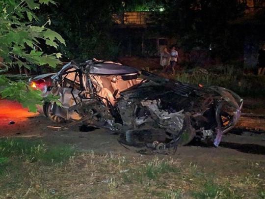 Мчал по ночному городу на огромной скорости: в жуткой аварии в Херсоне погиб водитель