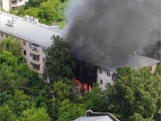 В Москве прогремел мощный взрыв в жилом доме: видео с места ЧП