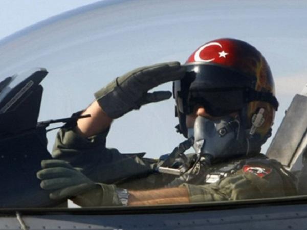 В Турции разбился самолет с военными: много погибших