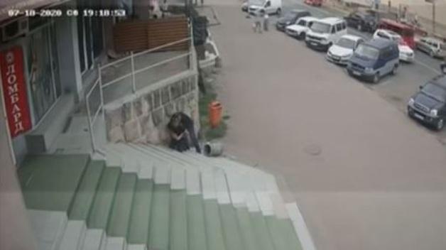 Опубликовано видео двухминутной драки и мгновенного убийства в Черновцах
