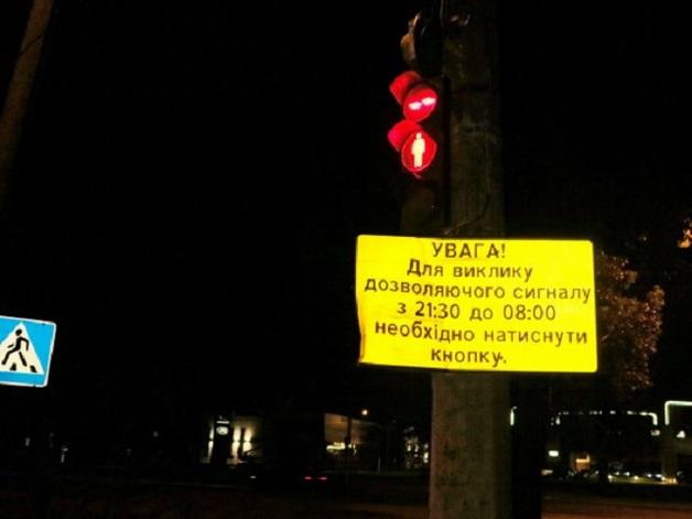 В Киеве под колесами грузовика погиб пешеход: эксклюзивные фото с места ЧП