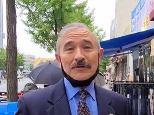 Помог COVID-19: посол США сбрил усы, чтобы избежать международного скандала