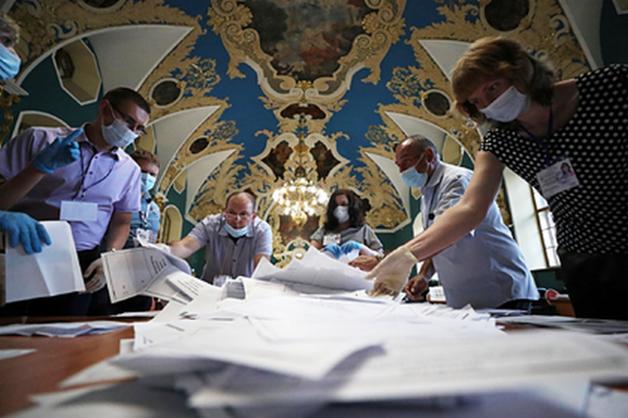Россиян наградят за работу над голосованием по Конституции