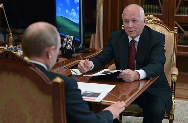 Глава «Ростеха» принес Путину увесистый кейс