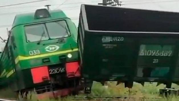 Машинист пострадал при столкновении двух грузовых поездов в Петербурге