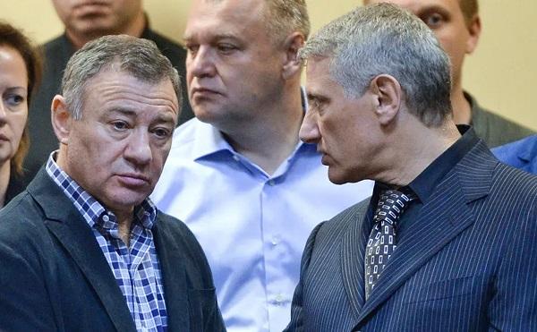 Близких к Путину олигархов Ротенбергов обвинили в обходе санкций