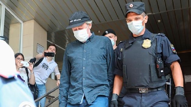 Суд отказал актеру Ефремову в ежедневных прогулках