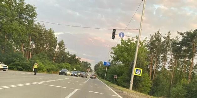 Полиция перекрывала движение, чтобы Зеленский смог заехать на дачу в Конча-Заспе, хотя он обещал «быть как все»