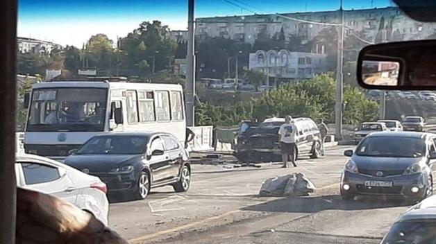 В Севастополе произошло ДТП с автобусом. Пострадали 14 человек, почти половина - дети