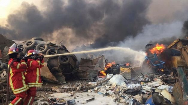 Очевидцы видели белый дым за пять минут до взрыва в порту Бейрута