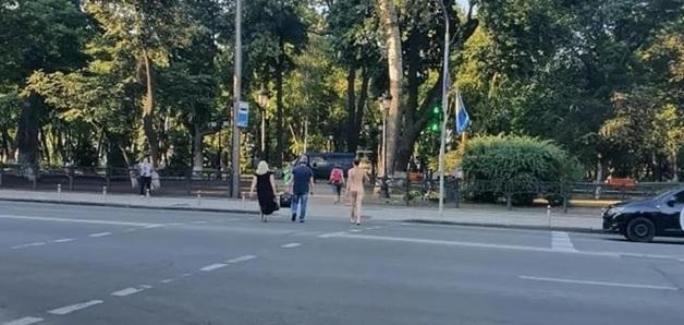 """В Киеве сняли на видео голого мужчину, а его """"подругу"""" нашли в Кременчуге"""